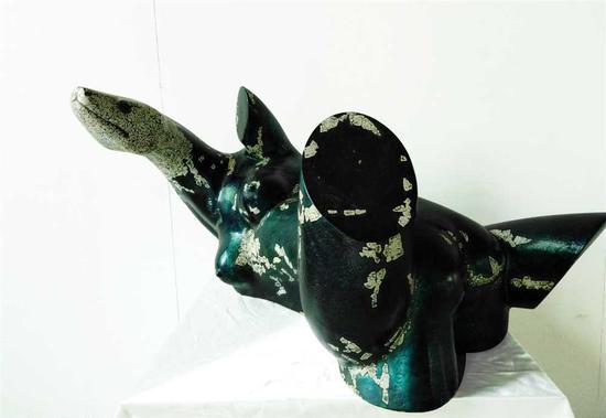 张齐努雕塑作品《水乳交融》
