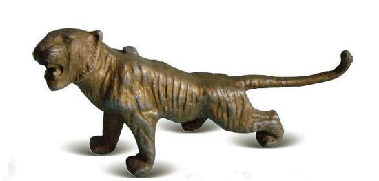 [清]锡镀金铸型长尾虎啸砚滴壶 高15.5厘米