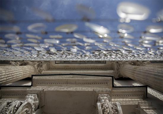 用镜子改变世界:艺术家用14000块废弃镜片组成