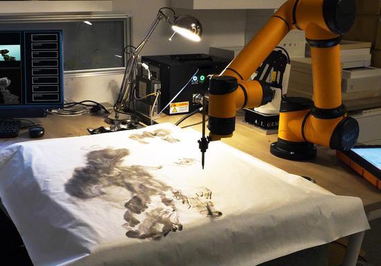 """2019,工作中的AI""""双子座"""" 图片来源:伦敦3812画廊"""
