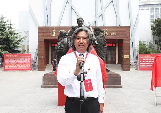 全国政协常委、民盟中央常委、中国美术馆馆长,焦裕禄同志雕塑创作者吴为山致辞