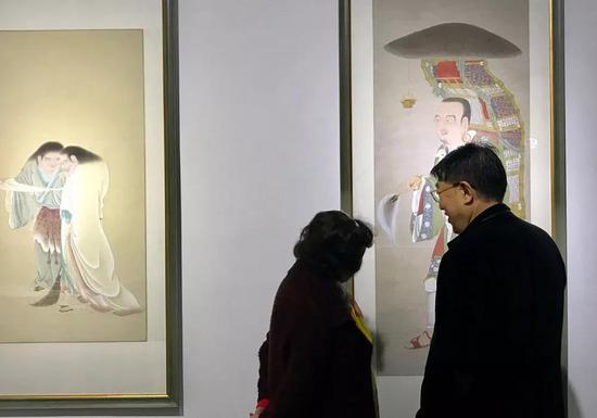 观展者 (以上所有现场图片由中国法制报记者郭海鹏提供)