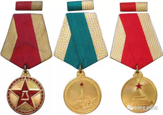 1955年授勋八一奖章,独立自由奖章、解放奖章
