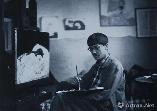 ▲ 藤田嗣治于工作室内,1917年