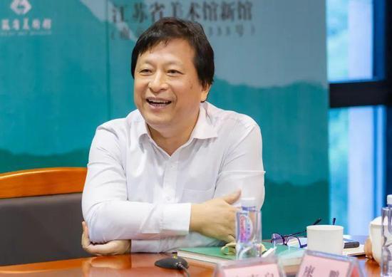 中国美协理事、省美术家协会副主席、省美术馆长徐惠泉致辞