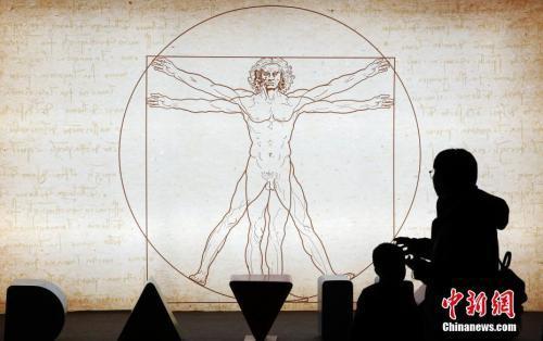 资料图:《致敬达芬奇》全球光影艺术体验大展中的《维特鲁威人》。汤彦俊 摄