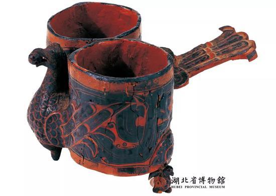 战国时期彩绘凤鸟双联杯 湖北省博物馆藏