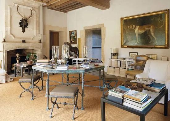贾科梅蒂设计的桌椅