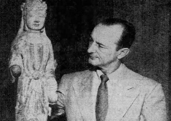 《芝加哥论坛报》刊登的琼肯与中国文物。