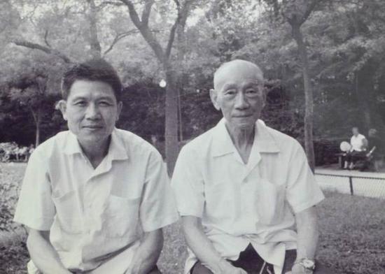 潘其流与老师林风眠在上海复兴公园