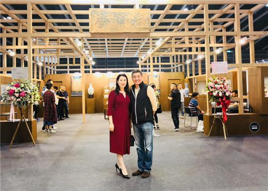 收藏家冯玮瑜携畅销书亮相香港国际古玩展