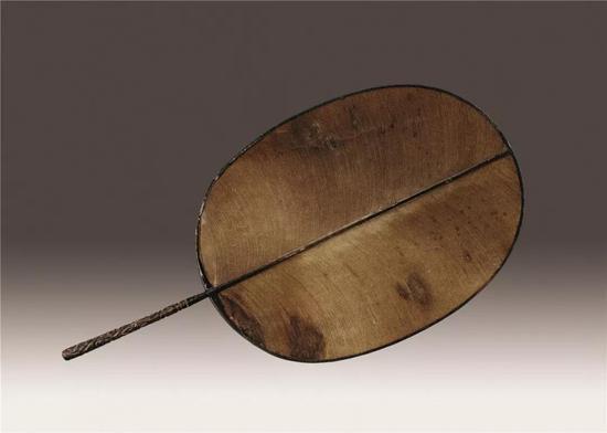 (宋)剔犀漆柄团扇