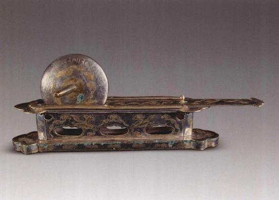 1987年法门寺地宫出土 唐代鎏金银茶碾 图自《法门寺考古发掘报告》