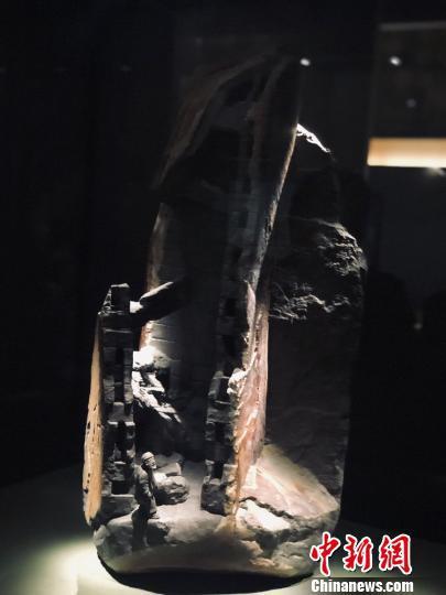 2016年创作的泰顺石石雕作品《辞旧迎新》 潘沁文 摄