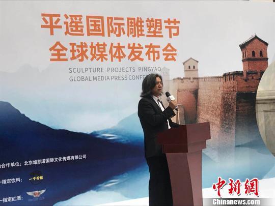 中方学术总主持则邀请中国美术馆馆长、着名雕塑家吴为山担任。 胡健 摄