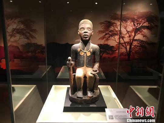 """图为""""走进非洲——中非珍品雕像艺术展""""展品。"""
