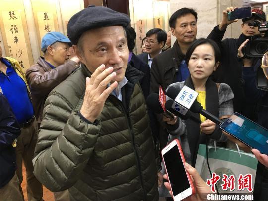 冯天瑜接受媒体采访