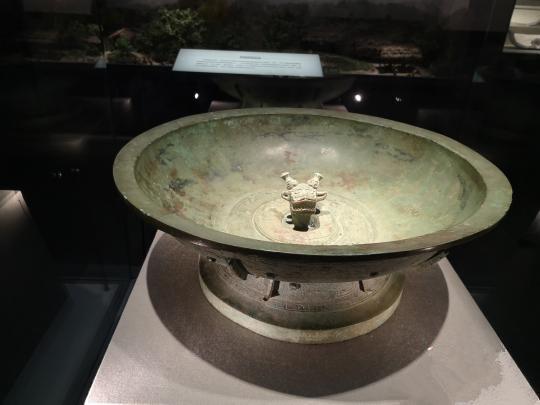 国宝级文物青铜夔纹蟠龙盘
