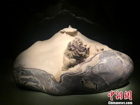 2015年创作的天台石石雕作品《芸芸众生》 潘沁文 摄