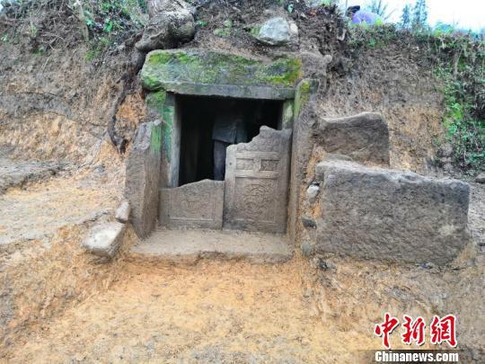 考古正安宋墓贵州首次发现蛇首人身武士像