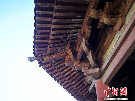 应县木塔不用一颗铁钉,用木构件互相咬合构成塔身。 杨杰英 摄