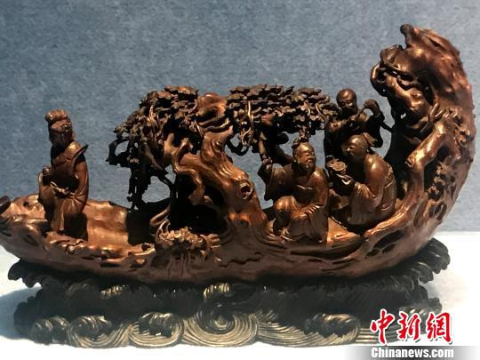 图为清代竹根雕人物乘船,代表了清代扬州竹雕工艺的高水平。 崔佳明 摄