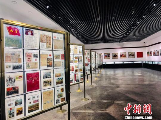 建筑工人30年收藏红色文物5000余件