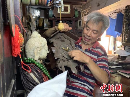 31年复活古董座钟近200台的修钟人