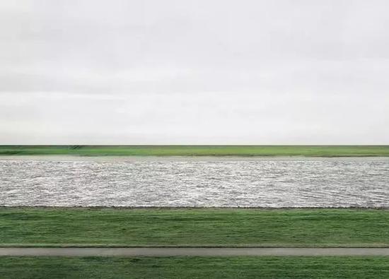 安德里亚�q古尔斯基《莱茵河》(Rhine II)