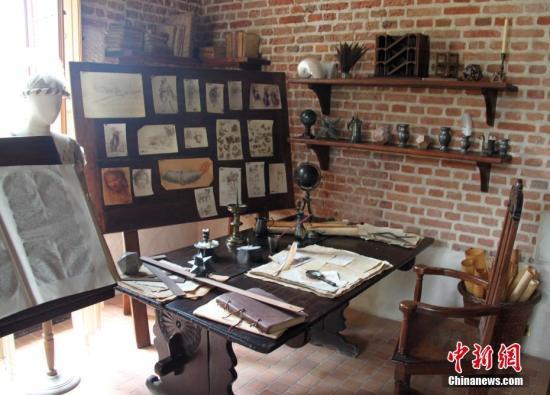 图为达·芬奇在克洛吕斯城堡的工作室,展示他琳琅满目的作品和藏品。中新社记者 李洋 摄