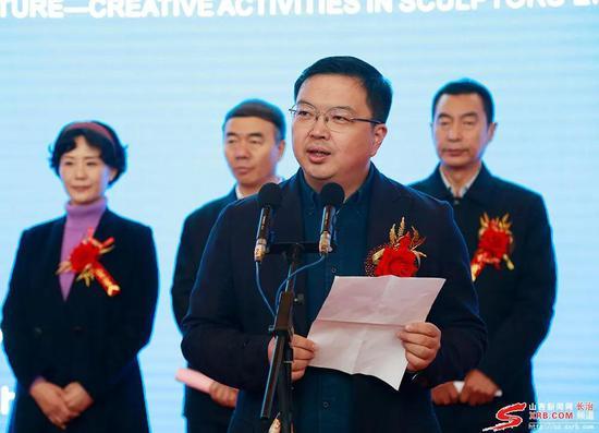 中城雕传统雕塑研究中心副主任尚荣宣读吴为山先生的贺信