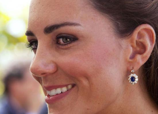 凯特王妃最爱佩戴的就是这对传承自戴妃的蓝宝石耳环