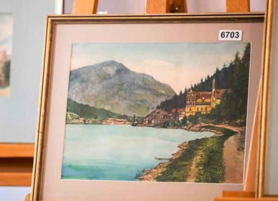 拍卖作品之一,起拍价4.5万欧元,图片来自法新社。