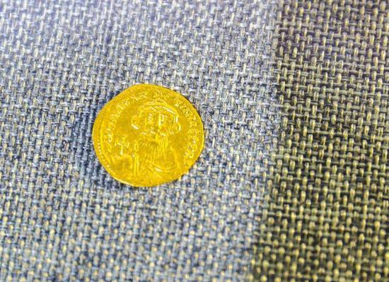 拜占庭帝国钱币,铸有君士坦丁二世头像