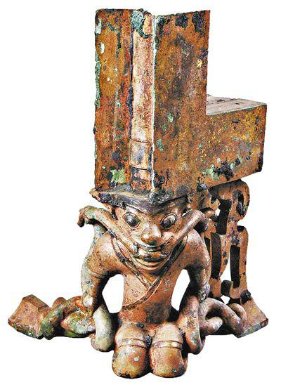 人操蛇鎏金铜托座