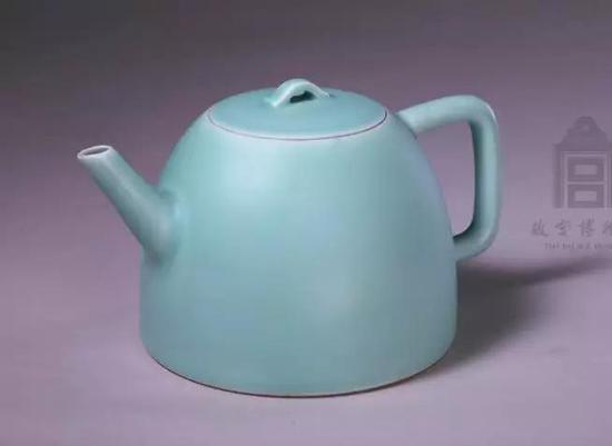 粉青釉茶壶 清雍正 故宫博物院藏