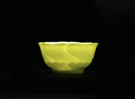 柠檬黄釉暗刻葵花杯(复烧御瓷)