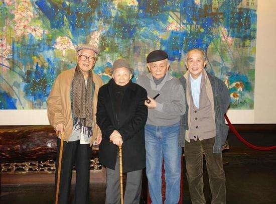 老友相聚,左起:许麟庐、黄苗子、黄 永玉、黄永厚