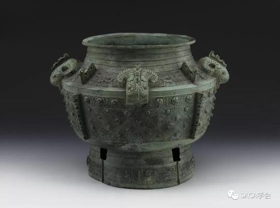 ▲ 四羊首瓿,商代晚期,14.24kg,上海博物馆藏