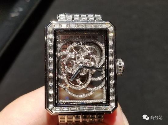 """镶满钻石的表链,极其柔软,像一片钻石""""绸缎"""",优雅柔美~"""