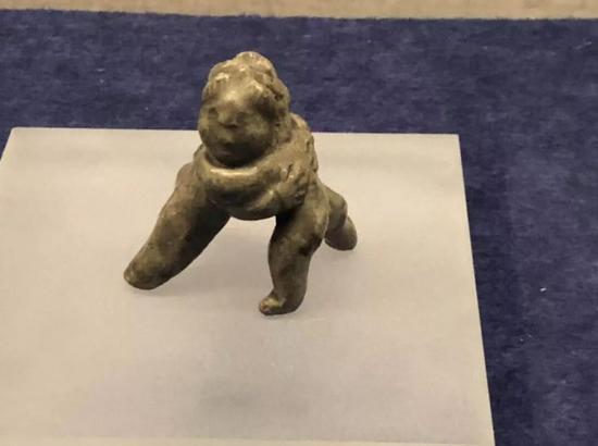 邛窑玩具小儿相抱,宋代,四川博物馆藏