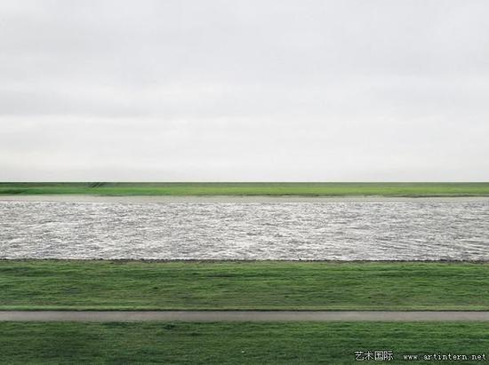 安德里亚﹒古尔斯基《莱茵河》(Rhine II)