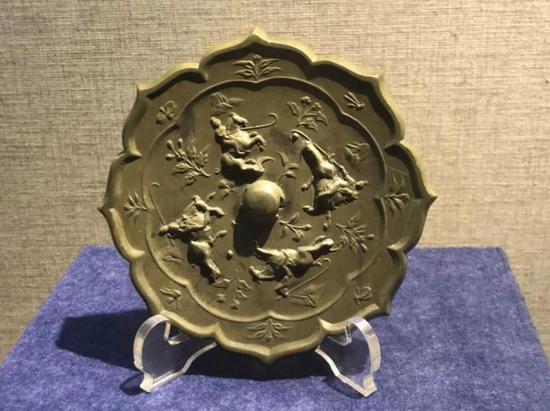 打马球铜镜,唐代,扬州博物馆藏