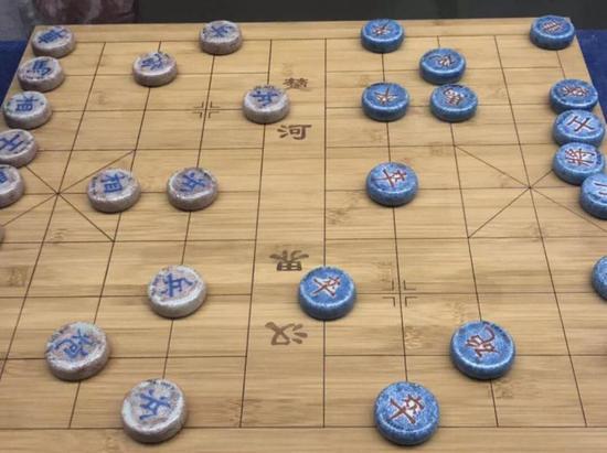 青花珊瑚红象棋子,清代,南通博物苑藏