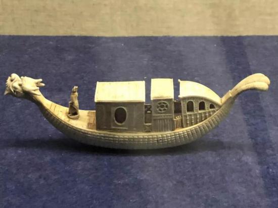 陶瓷龙舟,清代,扬州博物馆藏