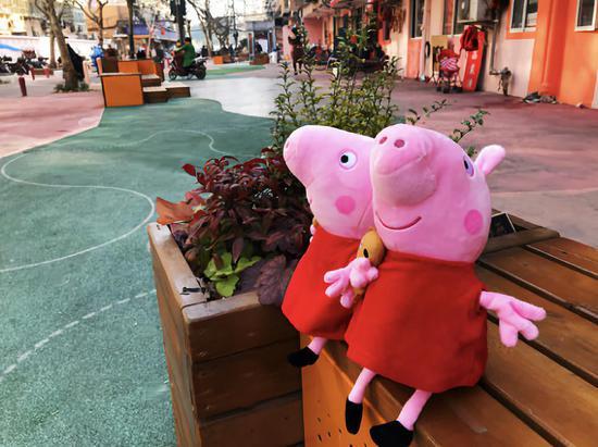 """不只是孩子的专属   上海老街也""""撞色""""小猪佩奇"""