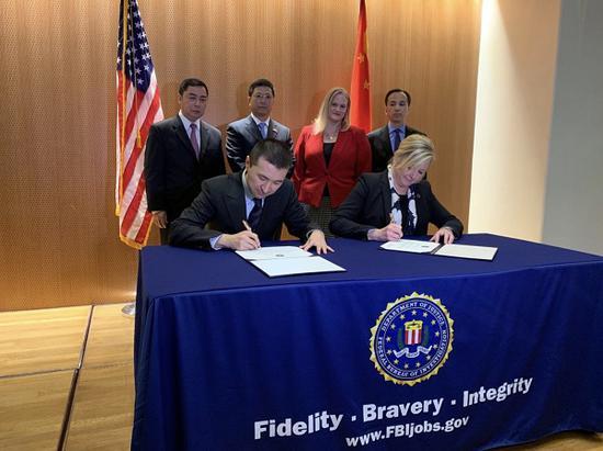 中美签署文物返还证书(国家文物局供图)