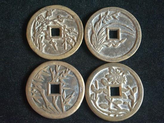 印有梅兰竹菊的钱币(共品钱币博物馆供图)