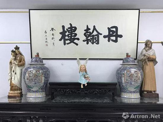 ▲ 苏庚春(1924-2001)题赠丹翰楼主人之牌匾
