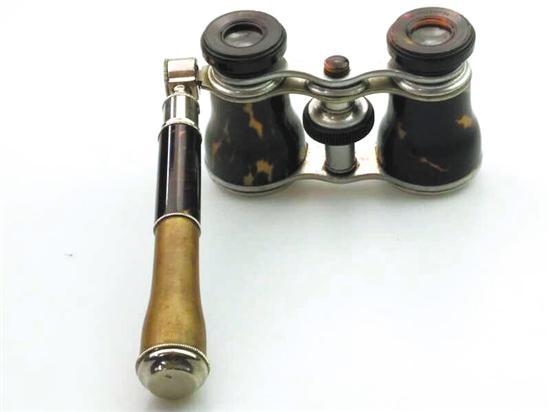 图② 手持式眼镜由珍贵的玳瑁制成镜筒